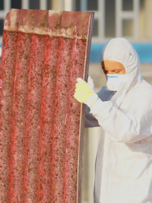asbestos_removal_AdobeStock_75147571_1400